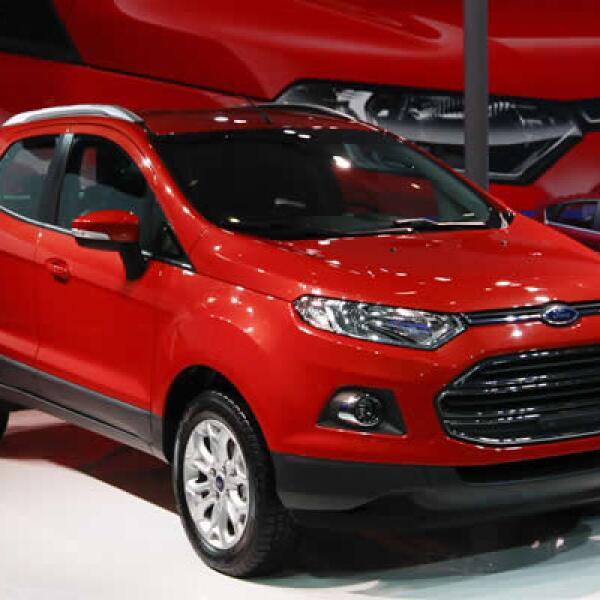 Ford Motor Co. presentó por primera vez su más reciente camioneta deportiva, la EcoSport, de tamaño reducido, diseñada para aventureros urbanos y tiene un motor de un litro.