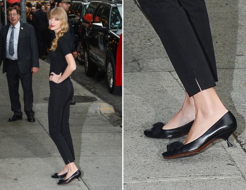 Taylor Swift utilizando Kitten Heels en la calle