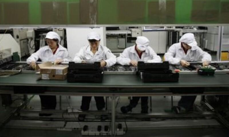 El director de Apple, Tim Cook, visitó el miércoles una planta de Foxconn en la ciudad china de Zhengzhou.  (Foto: Reuters)