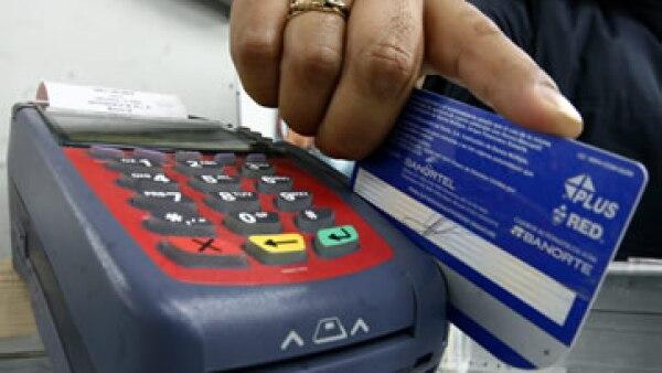 En México 43.1% son tarjetahabientes que pagan el saldo total del plástico. (Foto: Cuartoscuro)