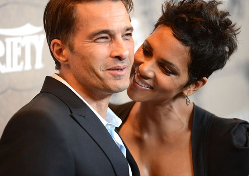 La guapa actriz que espera un niño se casó con su novio Olivier Martinez en Francia.