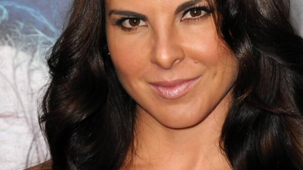 La actriz fue entrevistada por su hermana Verónica, quien le preguntó acerca de sus matrimonios, amores y la muerte de Jenni Rivera y dos de sus amigos.