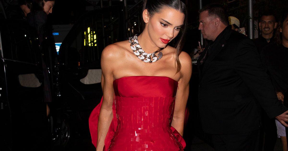 No uno, fueron dos looks de Kendall Jenner inspirados en Audrey Hepburn