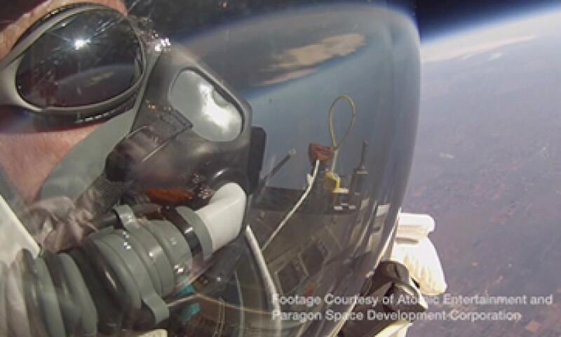 Eustace trabaja con Google desde el 2002 y además es piloto y paracaidista. (Foto: Reuters )