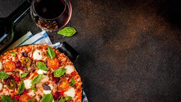 Vino y pizza