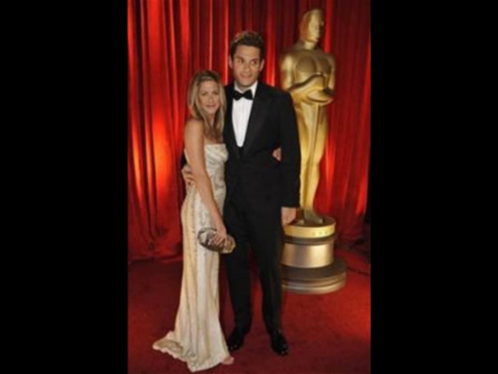 Ella llegó acompañada del músico John Mayer, de quien no se separó ni un minuto. La actriz lució un vestido largo color dorado con cuentas.