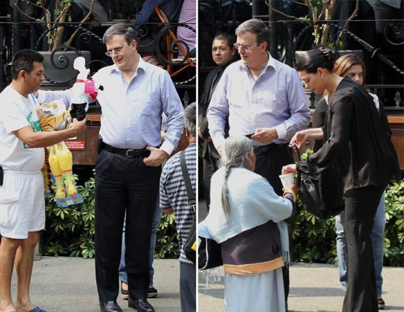 Vendedores se acercaron al ex Jefe de Gobierno.