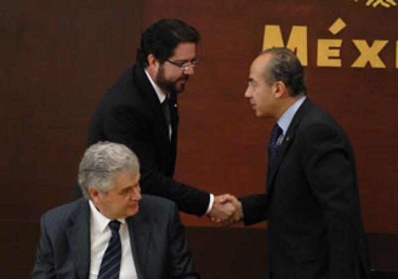 Antonio Vivanco prometió continuar con la homologación del servicio eléctrico en el país. (Foto: Notimex)