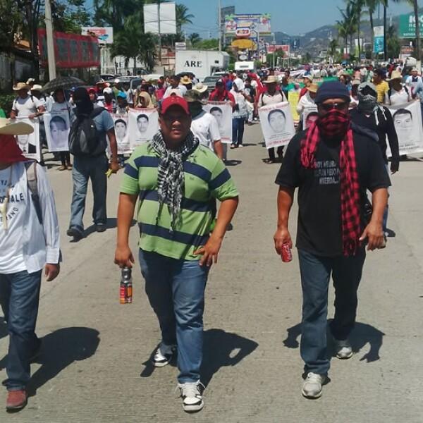 marchan maestros de la ceteg en acapulco