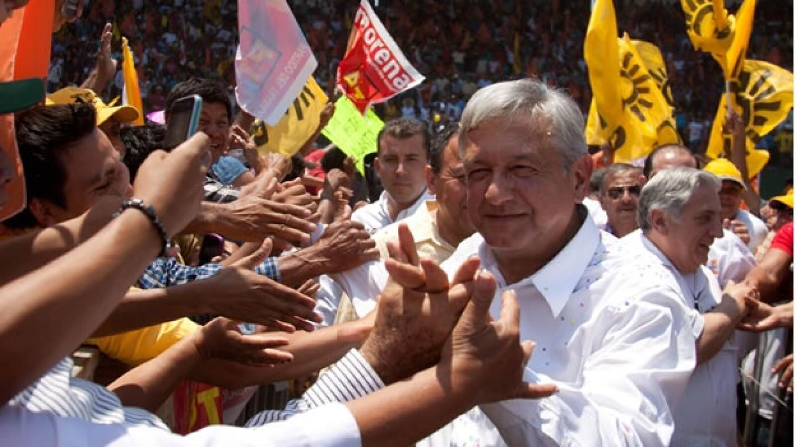 Obrador es recibido en Tabasco por miles de personas