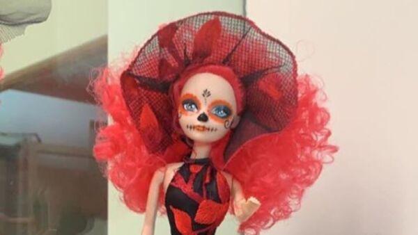 Recrean vestido de Beatriz Gutiérrez para una muñeca 18.jpg