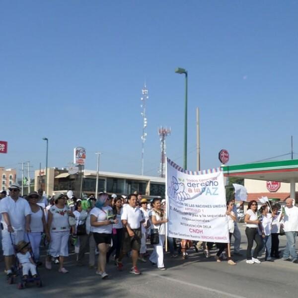 Cientos de personas caminaron por la avenida principal de Ciudad Victoria para exigir seguridad y tranquilidad
