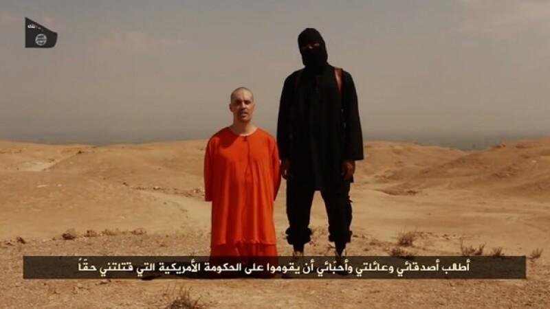 Un video difundido por ISIS muestra la decapitación de un periodista estadounidense, desaparecido en 2012