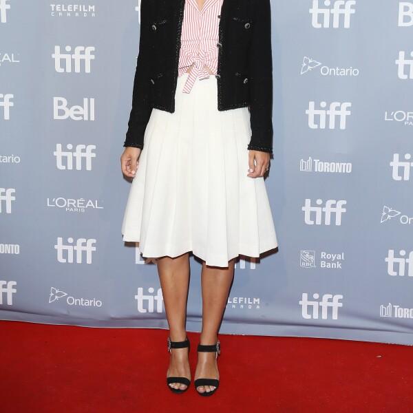 En un look de Chanel, Keira Knightley redefine la elegancia