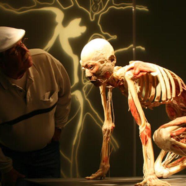 El Dr. Roy Glover asegura que si por cada cajetilla de cigarros que la gente fuma, pierde tres días de vida.