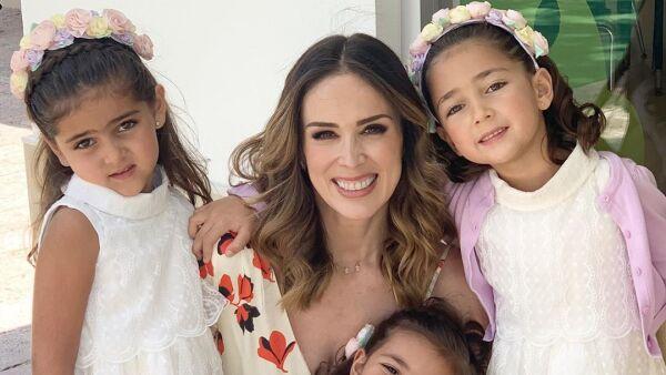 Jacky Bracamontes y sus hijas Jacky, Caro y Renata