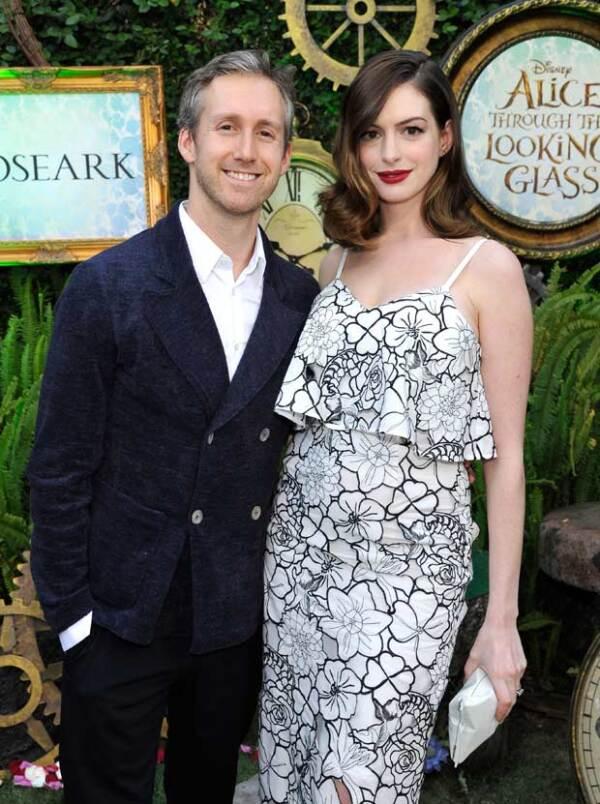 La actriz y su esposo aparecieron en la premiere de Los Ángeles de Alice Through the Looking Glass.