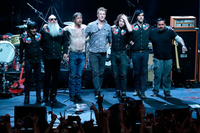Para esta ocasión y a diferencia del show en el Bataclan, Josh Homme, líder de los Queens of The Stone Age, estuvo presente en el concierto.