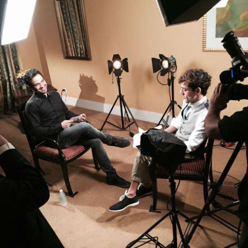 Como divertida dinámica, Luis Gerardo Méndez entrevistando a Alfonso Herrera.