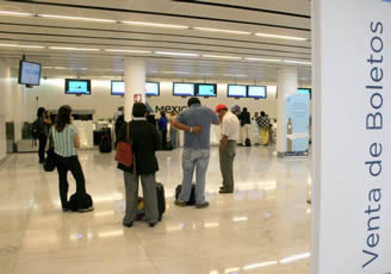 La agrupación de agencias de viaje dijo que hasta la suspensión de boletos de Mexicana, se habían vendido 30,000. (Foto: Notimex)