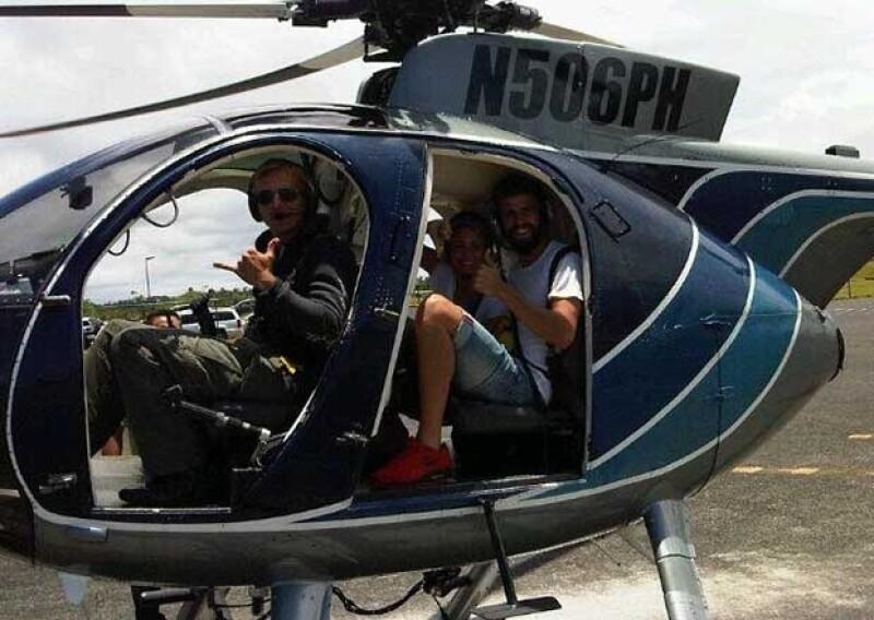 La pareja disfrutó de un vuelo en helicóptero por los grandes volcanes de la isla.