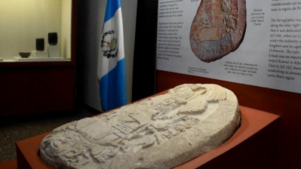 Un altar descubierto en Guatemala muestra 'Juego de Tronos' maya