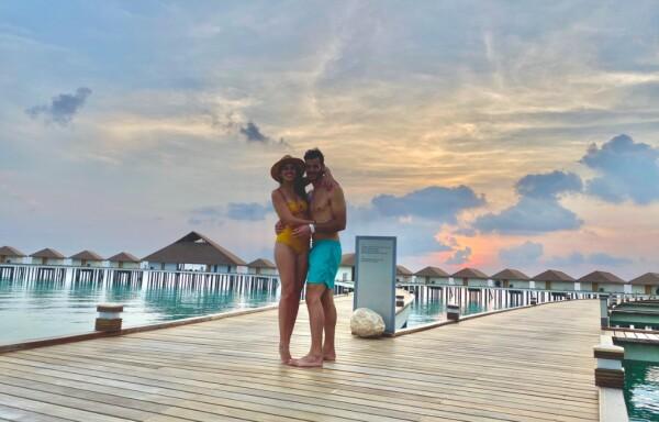 pareja-islas-maldivas-luna-de-miel