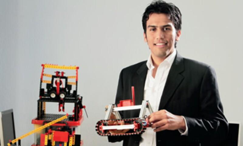 Adar Villa es el director general de Mecatroniks, una empresa de educación que imparte talleres curriculares y extracurriculares de ciencia y tecnología. (Foto: Elmer Zambrano)