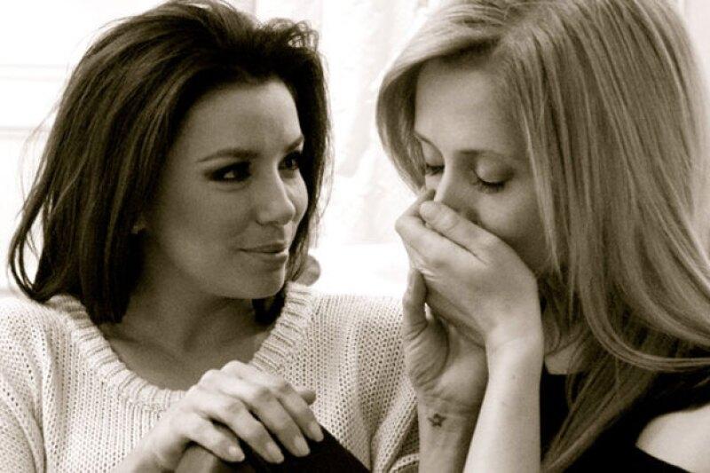 La prometida de Pepe Bastón estelariza una campaña contra la homofobia en la que interpreta a una mujer lesbiana junto a su pareja, la cantante Lara Fabian.