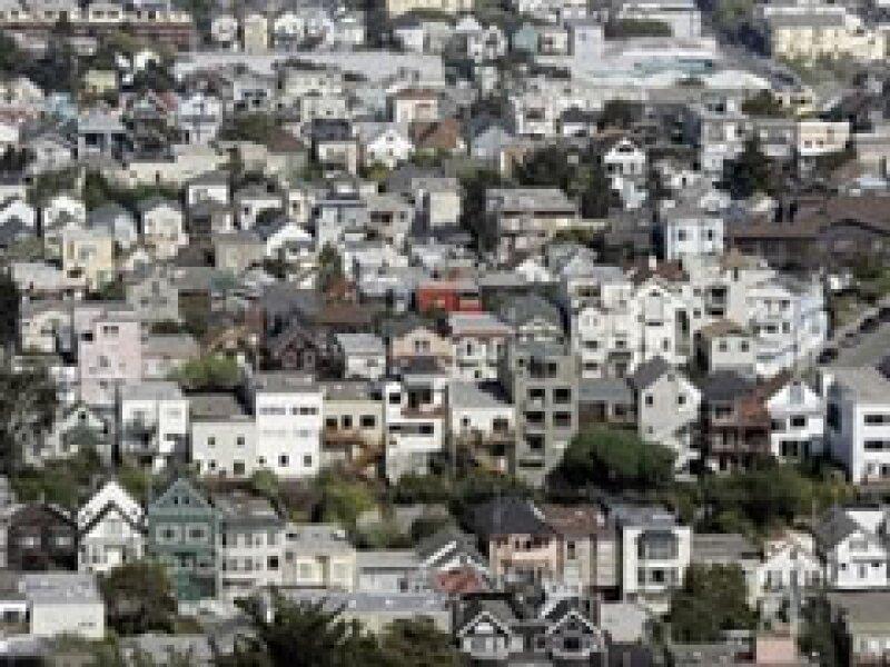 En California hay hispanos que llevan meses sin pagar sus créditos. (Foto: AP)