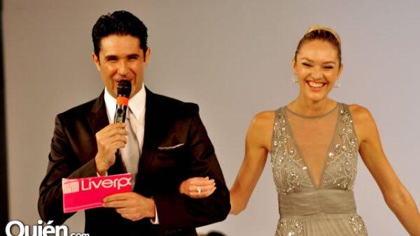 Candice Swanepoel en el Fashion Fest de Liverpool en el Club Industrial de Monterrey