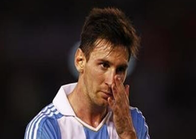 El astro del futbol que recientemente debutó como embajador de Dolce & Gabbana fue acusado junto a su padre por delitos fiscales. Él ha negado los cargos.