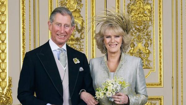La boda estaba prevista para el 8 de abril pero un compromiso del príncipe Carlos la retrasó.