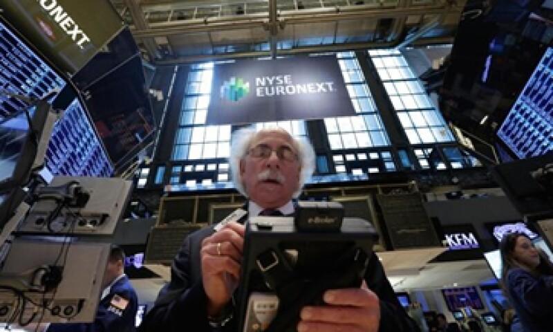 Los mercados se vieron beneficiados por la baja de los pedidos iniciales de beneficios estatales por desempleo.   (Foto: Getty Images)