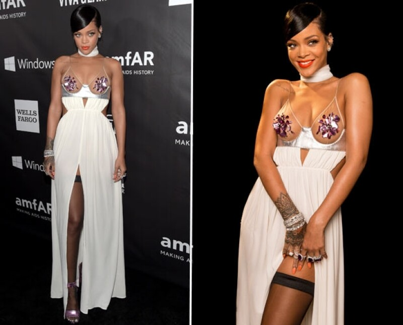 Rihanna dejó muy poco a la imaginación con un vestido saturado de elementos sexys: escote, transparencias, detalles cut out y abertura en la pierna.