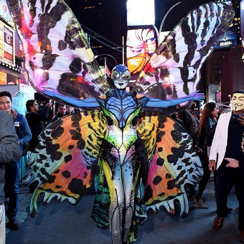 Una vez más la modelo alemana impresionó a todos con su disfraz para la ocasión. Se convirtió en una colorida y terrorífica mariposa y lo presumió en sus redes sociales.
