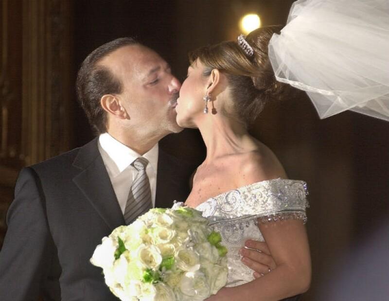 El beso de la pareja en la Catedral de San Patricio.