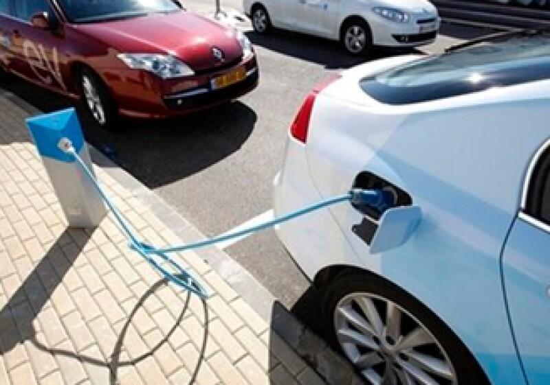 Las empresas esperan recortar costos con la adquisición de autos eléctricos. (Archivo)