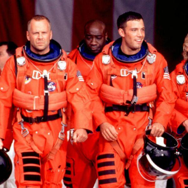 Quisiéramos que Bruce Willis y Ben Affleck nos llevaran a la Luna como los guapos astronautas de la cinta Armageddon.