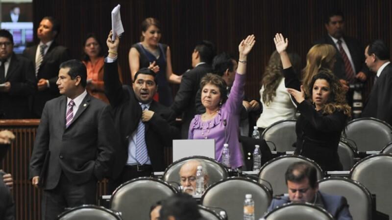 Diputados en votación