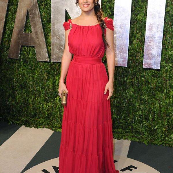 Durante la fiesta de Vanity Fair después de los Oscar presumió un vestido de inspiración griega de YSL Edition Soir 2012.
