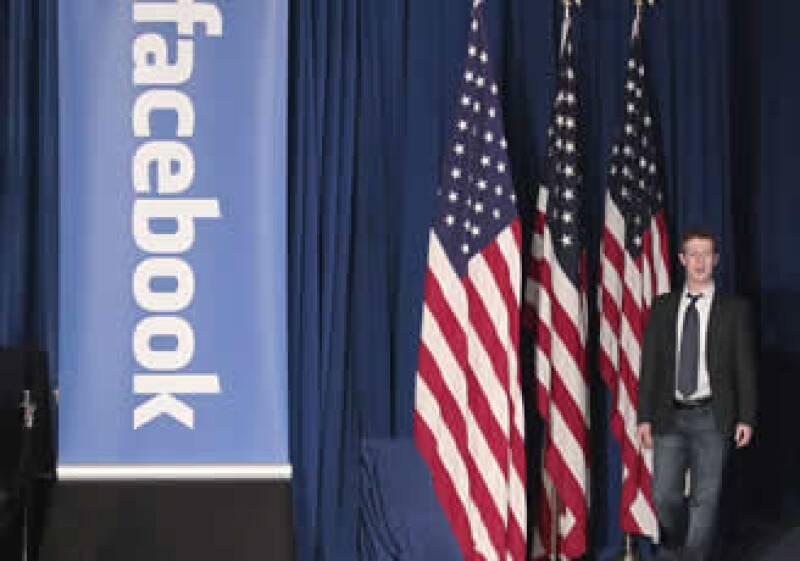 El acuerdo actual para la venta de papeles de la red, está esperando la aprobación de ejecutivos de alto rango de la compañía, incluido el presidente Mark Zuckerberg. (Foto: AP)