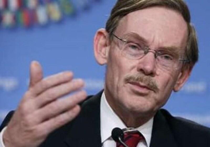 Robert Zoellick, presidente del BM, dijo que deben evitarse intervenciones que deriven en  devaluaciones competitivas. (Foto: Reuters)
