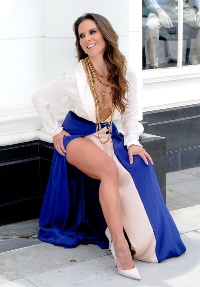 La actriz mexicana de 41 años realizó una sesión fotográfica en Los Ángeles en la que proyectó su versión más sexy. Hace mucho que no la veíamos tan sensual.