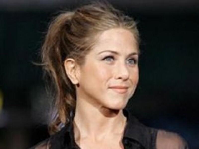 La actriz de Marley & Me recaudó más dinero que la actual pareja de su ex marido, Brad Pitt. (Foto: Reuters)