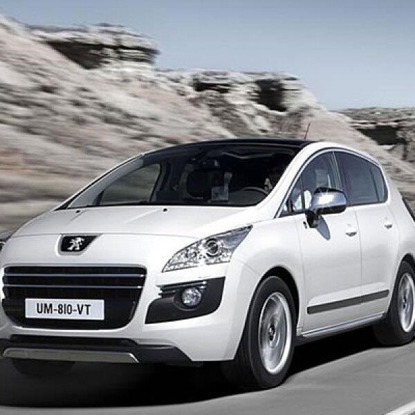 La novedad de la marca Peugeot tendrá una potencia combinada de 200 hp y un rendimiento de 4.1 litros de gasolina por cada 100 km. Estará a la venta en 2011 en Europa.