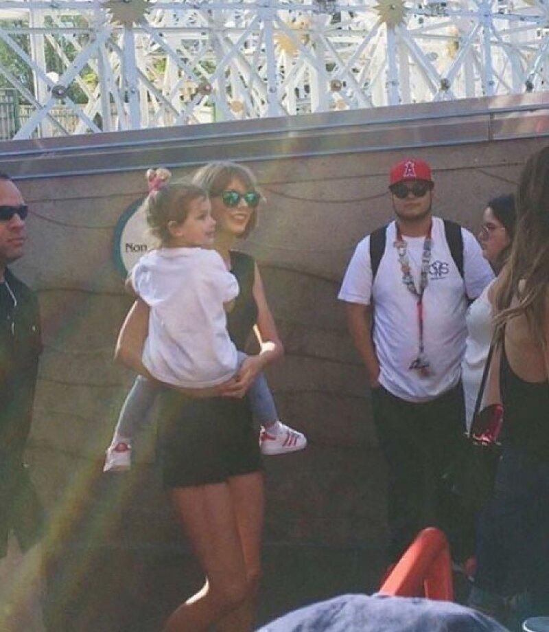 ¿Tía Taylor? La cantante pasó todo el día consintiendo a la pequeña hija de la modelo.