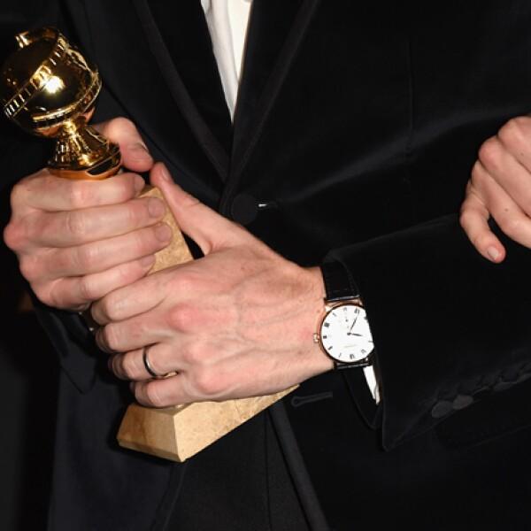 El actor caminó en la alfombra roja con un reloj de manufactura clásica en oro rosado de Chopard.