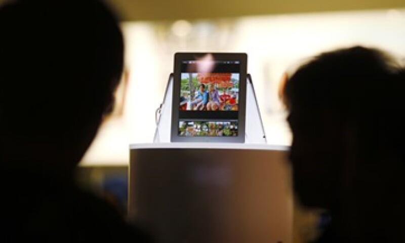 La Unión Europea indaga también un acuerdo de Apple con editoriales. (Foto: Reuters)
