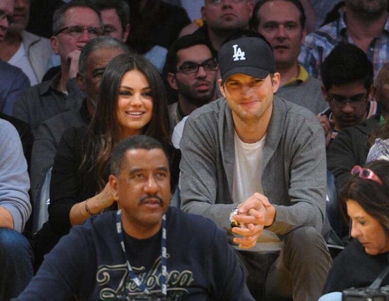 El actor concedió una entrevista a la revista ELLE, donde explica por qué no habla de su noviazgo con Mila Kunis, mucho se debe a su pasado con Demi Moore.